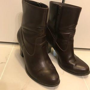 Heeled brown dress boots